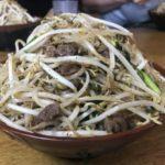 前田食堂(大宜味村)の黒胡椒たっぷり名物牛肉そば